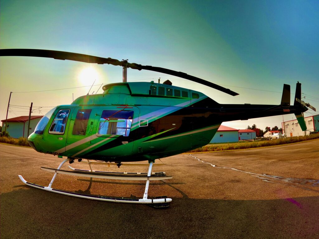 Héli Mistral Service hélicoptère Bell 206 L (vert)